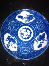 A PAIR OF ANTIQUE JAPANESE ARITA KO-SOMETSUKE PLATES