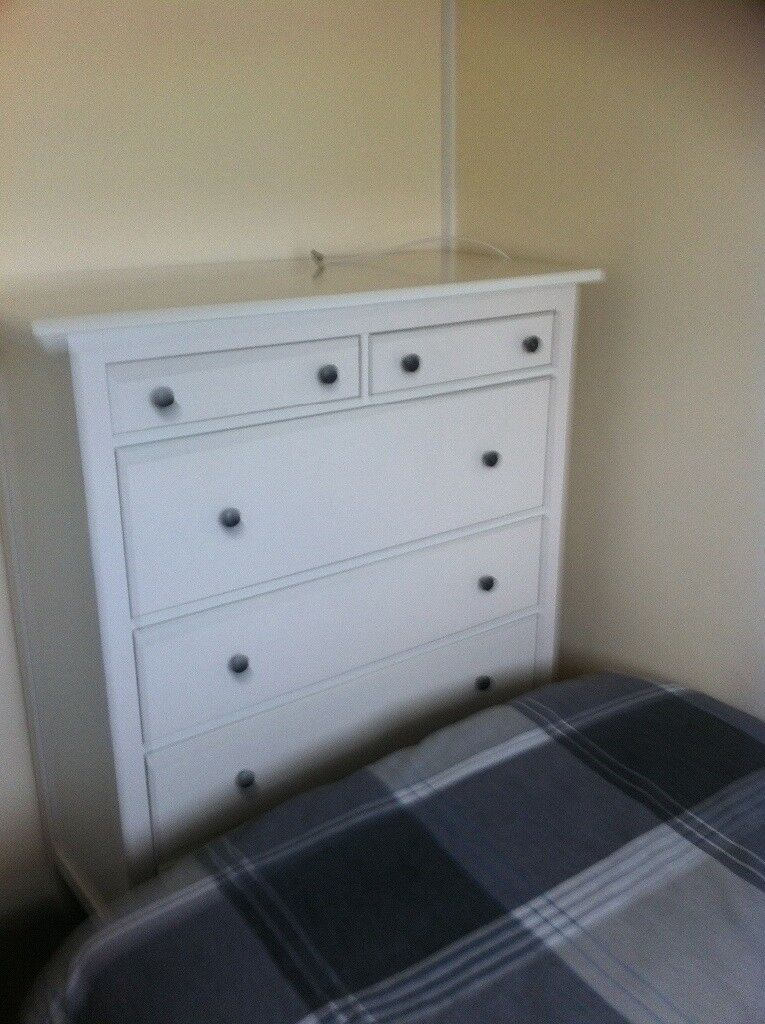 Small double room available mon to friday