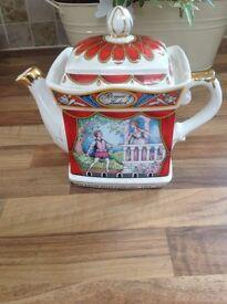 Sadler Staffordshire Romeo & Juliet teapot