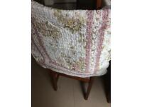 Double bedspread with two pillowshams