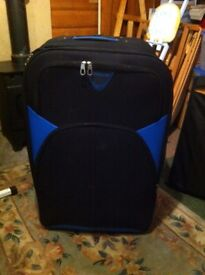 EXTRA LARGE SUITCASE WITH WHEELS AND HANDLE
