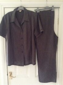 ELVI BROWN SUMMER TROUSER SUIT - SIZE 20 - SHORT SLEEVED JACKET - BRAND NEW WITHOUT TAGS
