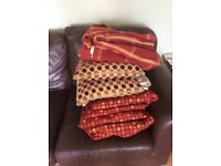 Bundle of curtains and 2 cushions