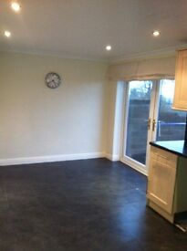 3 bedroom house for rent in the llundain Fach Felinfoel Area £450 month available 1st September.