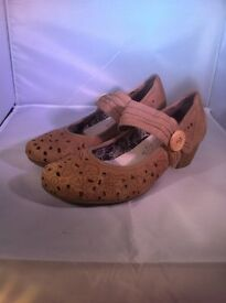 LADIES REIKER SUMMER SHOES IN EXCELLENT CONDITION