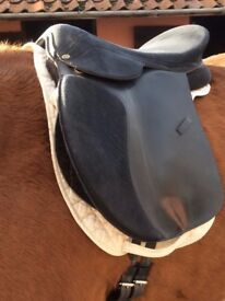 "'Flexee' Heather Moffatt synthetic treeless saddle 18"" black, very comfortable, fit any horse!"