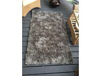 Rug grey / silver 90x 150 as new condition