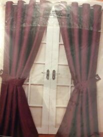 ****FULLY LINED CURTAINS WITH TIE BACKS ****