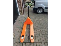 Pallet Truck £100 reconditioned & serviced. Replacement new rollers & resprayed in perfect order