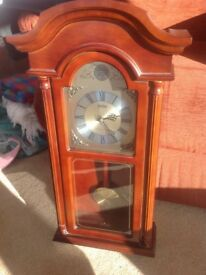 Antique style chiming wall clock works of batteries in as new condition chimes can be turned off