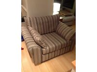 Cosy Love Seat excellent condition