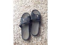 Men's Nike black flip flops size uk 11