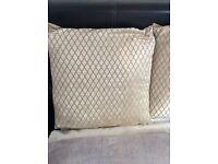 4 velvety cushions as new
