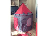 Pop up castle play tent