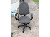Swivel office/ computer chair