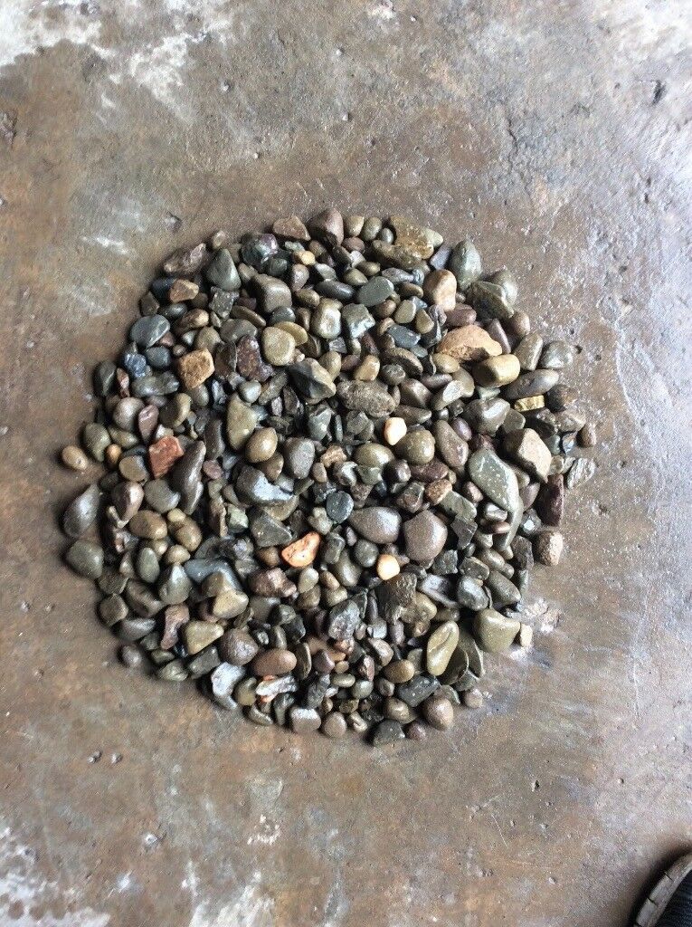 10-40 mm riverbed garden and driveway chips/stones