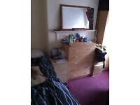 NICE SINGLE ROOM IN WHITE CHAPEL £ 115 WEEK BILLS INCLUDED