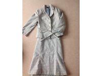 Cute little 60 style 2 piece wool suit. Sice 10-12