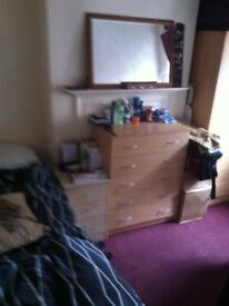 SINGLE ROOM IN WHITE CHAPEL £490 MONTH BILLS INCLUDED