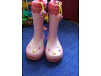 Clarks Girls Wellingtons size 6.5 F Used in Very good condition