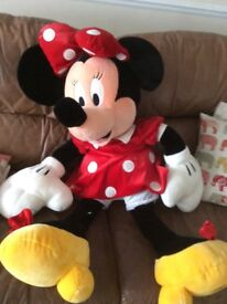 Disney- plush giant Minnie Mouse