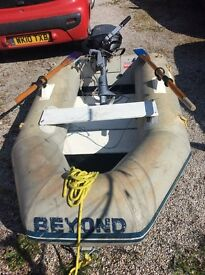 Inflatable tender with 2.5HP Yamaha engine, oars , seat and floorboards