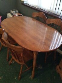 Lovely dining table and 4 chairs