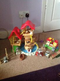 Sylvanian families log treehouse and park set