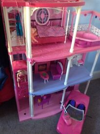 Barbie Mansion and Pink Remote Control Car-Excellent Condition!