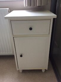 Bedside cabinet good condition in white wood
