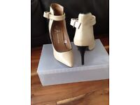 Woman's shoes size 4 never been worn