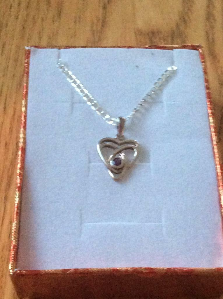 Ladies genuine vintage pendant with a new free chain Hallmarked 925