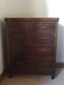 Veneered chest of drawers in good condition