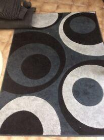 Geometric Black / Grey Rug ( 120cms x 170 cms)