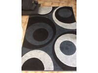Geometric Black / Grey Rug ( 120cms x 170 cms)