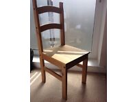 Available from 03/07. 1 table with 4 chairs. No damages. No scratches. Excellent condition.