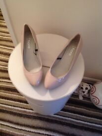 NEW NUDE SHOES-Size 6 -Bargain £5