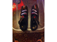 SPECIALIZED cycling shoe size 10uk/44eu. and Bell Helmet. Both Black