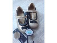 New Marks and Spencer Girls Leather Shoes Size 8
