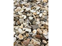 20 mm Cotters gold garden and driveway chips/gravel