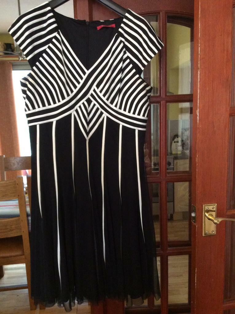 Dress ideal for weddingin Bulwell, NottinghamshireGumtree - Dress is black and off white it is size 18 a jacques vert dress worn once for sons wedding