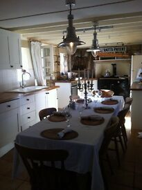 Monday to Friday rooms in character cottage, garden, free on street parking, large farmhouse kitchen