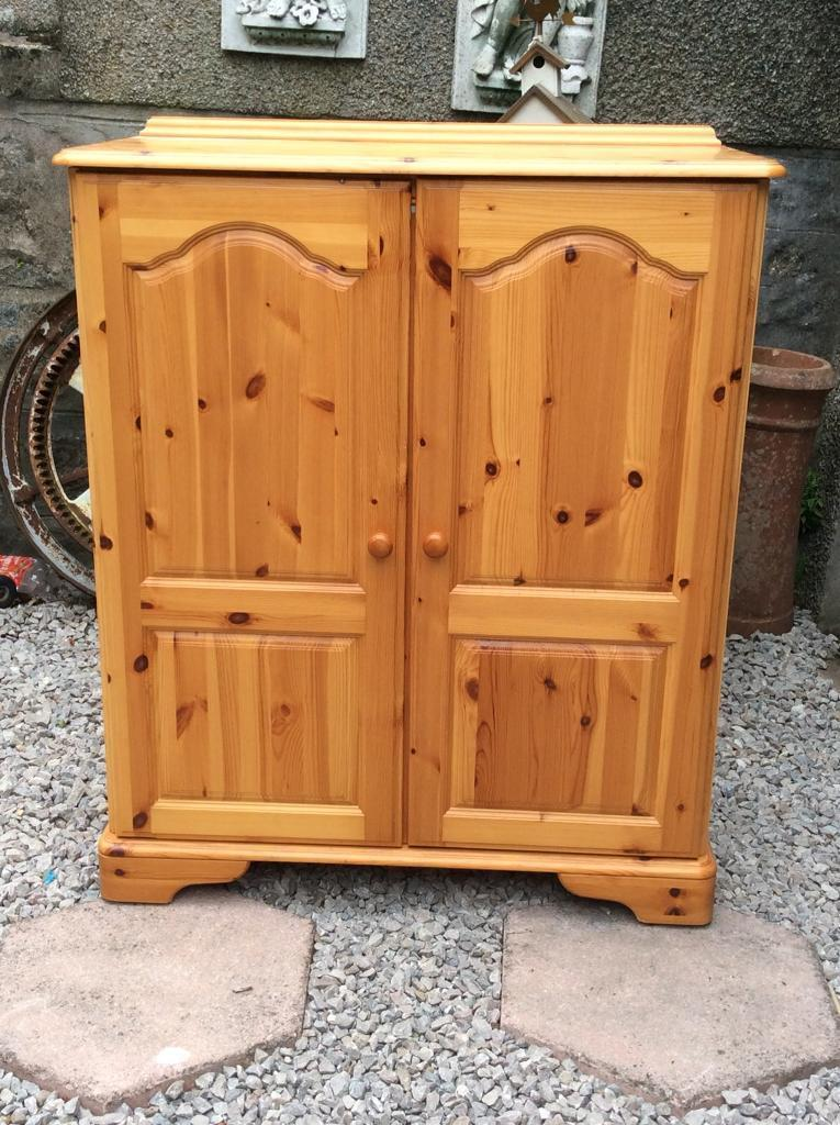 Antique pine TV cabinet with doors Holds TV and all devices hides wires £50 - Antique Pine TV Cabinet With Doors Holds TV And All Devices Hides