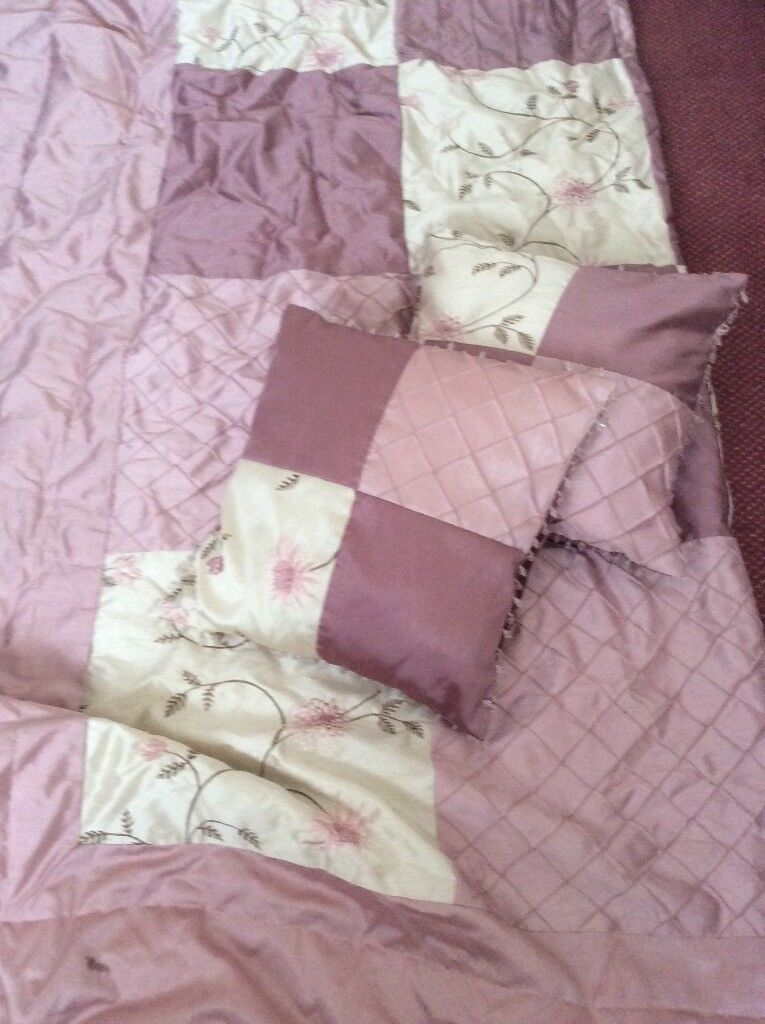 Pink double bed quilt with matching cushions