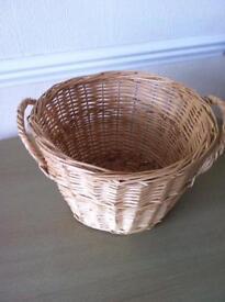 Plant basket wicker vgc