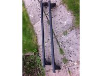 Pair of roof bars and fixings for Renault Megane II