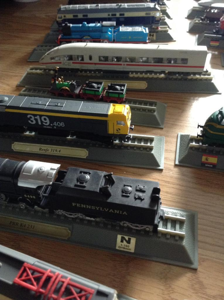70 atlas locomotive train collection £500 worth