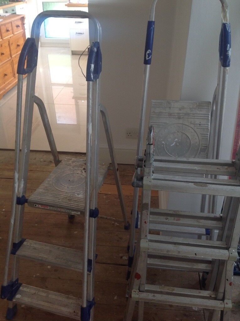 2x Step ladders 1x extendable ladder used