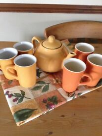 TEAPOT, 6 MUGS AND TABLECLOTH