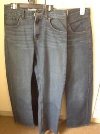 3 pairs Levi jeans 28 x28